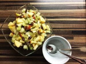 Nussiger Apfelsalat mit Stangensellerie