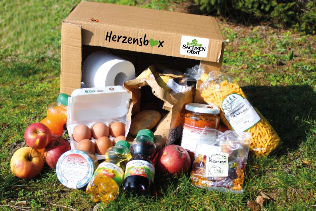 In der Herzensbox, einem handlichen und nicht zu schweren Karton finden Sie regionale und heimische Köstlichkeiten zusammengepackt.
