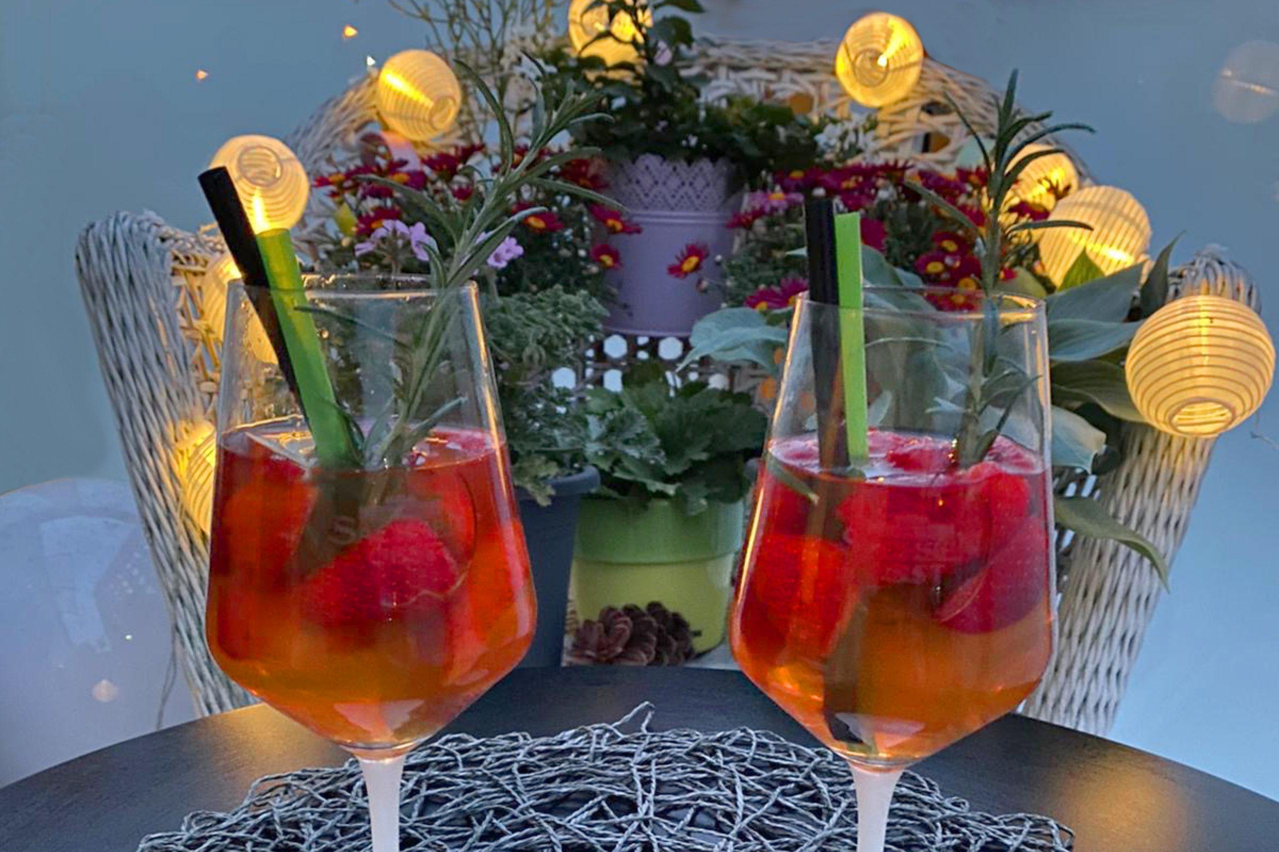 Apfel-Erdbeer-Lavendel-Bowle